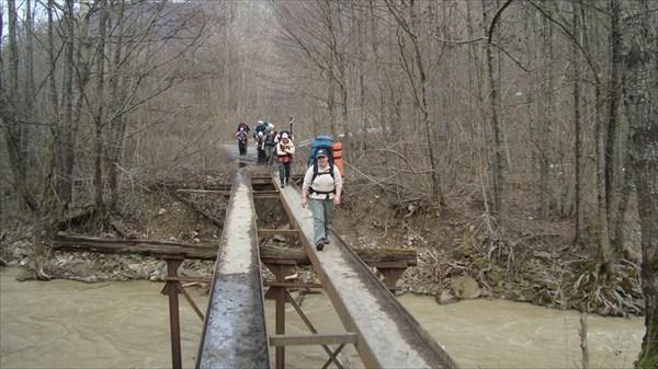 И такие мосты оказываются бывают - узкоколейные.