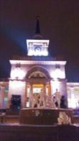Удивительный фонтан перед зданием вокзала-город Волгоград