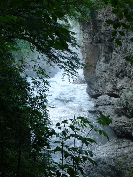 Скалы и вода