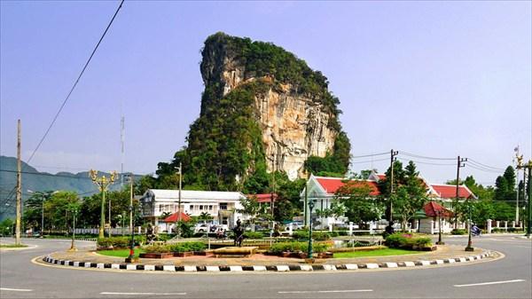 Скала Пханг-Нга
